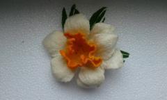 Войлочные цветы- брошка и резинка для волос.