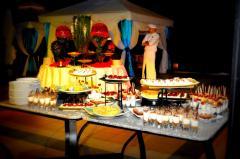 Кофе-брейки, обеды, фуршеты, ужины дома, услуги поваров, официантов на выезд, многолетний опыт от вашего Event M, собственный штат, своя кухня - а это значит цены с первых рук!